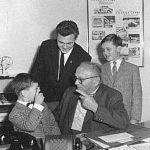 Hans Glas mit seinen Enkeln Enkeln Toni, Hans und Andreas... (1960)