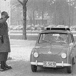 Ein amerikanischer Oberst in Berlin fährt privat Goggomobil (1956)